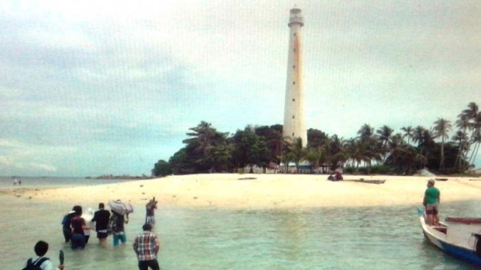 Wabup Belitung Sayangkan Pelarangan Naik Mercusuar Pulau Lengkuas
