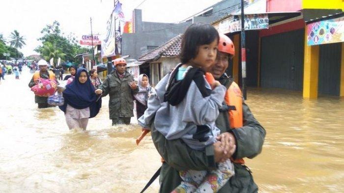 puluhan-warga-dievakuasi-lantaran-banjir-merendam-pemukiman.jpg