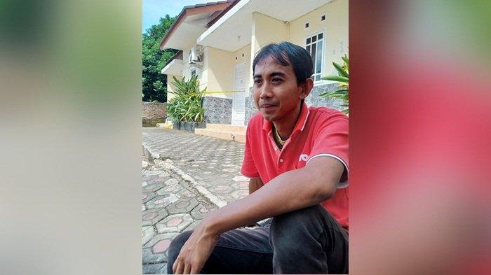 Purtanto (35) penjaga Penginapan Dewi Residen II Kacangpedang, yang pertama kali menemukan mayat di dalam karung, Sabtu (14/11/2020).