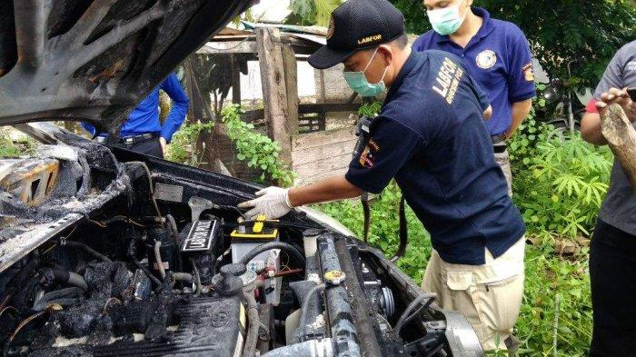 Puslabfor Sumsel Ambil Barang Bukti Kebakaran Mobil Dinas BPKP