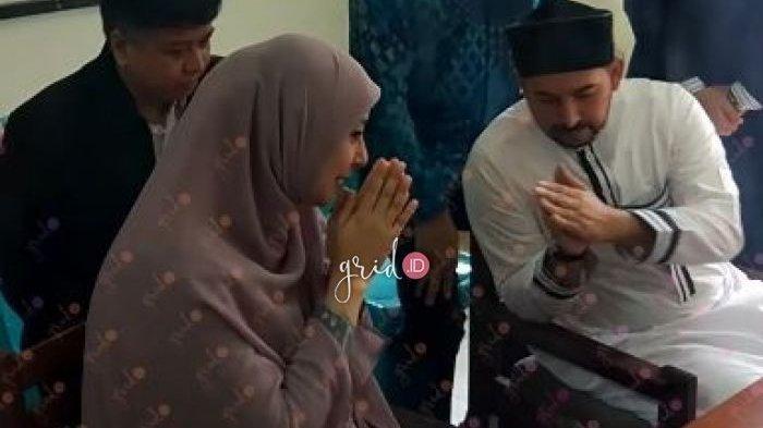 Ini Alasan Putri Aisyah Aminah Tak Mau Bersentuhan Tangan dengan Ustaz Al Habsyi