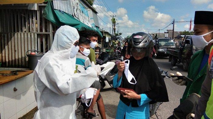 PWNU Bangka Belitung Bagi APD ke Pedagang, Personel Polri Turut Membantu Pendistribusian