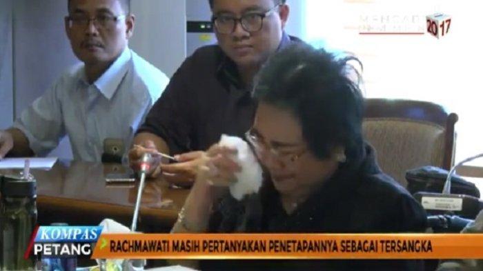Komentar Netizen Melihat Tangisan Rachmawati Soekarnoputri di DPR Ini Sungguh 'Pedas'
