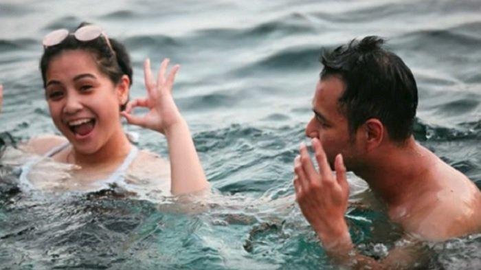 Dari 6 Pasangan Artis ini, Mana Yang Paling Mesra Saat Berpose di Kolam Renang