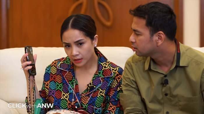 Raffi Ahmad gelagapan saat ketahuan video call dengan wanita lain (Youtube channel Atiek Nur Wahyuni)