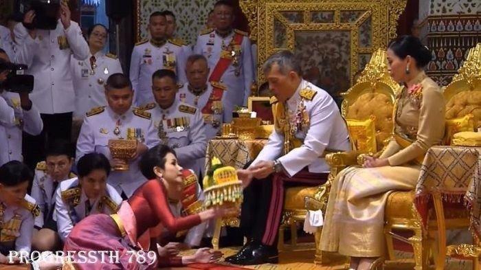 Raja Thailand Lantik Mantan Pacar Jadi Selir di Depan Istri Sah yang Baru Dinikahinya 3 Bulan Lalu