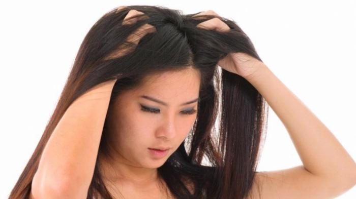 Alami Permasalahan Rambut Rontok, Ternyata Beberapa Kebiasan Ini Bisa Jadi Penyebabnya