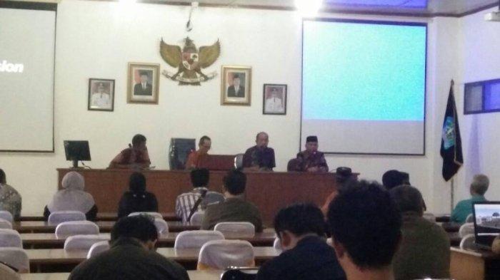 Turuti Permintaan Pedagang, Bupati Mundurkan Pembangunan RTH Di Terminal Sungailiat