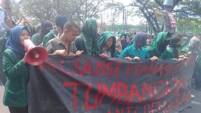 Mahasiswa UMI Desak Jokowi Mundur, Lalu Sampaikan 12 Poin Tuntutan Ini saat Unjuk Rasa