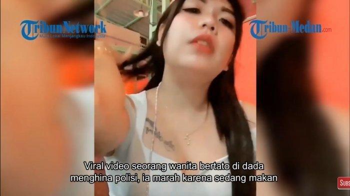 Wanita Bertato di Dada Hina ini Polisi Viral di Media Sosial, Jengkel Karena Diusir saat Makan