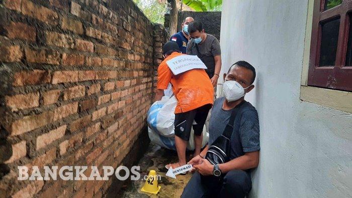 Proses rekonstruksi pembunuhan Ayu (29) di penginapan Dewi Residence II Kacangpedang Kota Pangkalpinang, Kamis (28/1/2021)