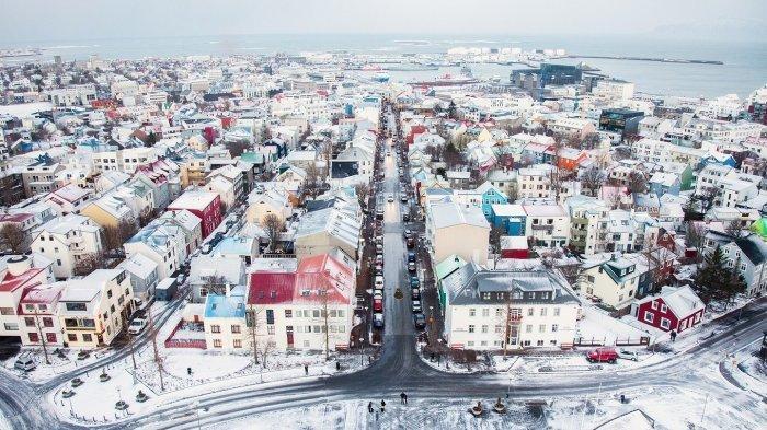 TURIS Berpenghasilan Rp1,2 Miliar Per Tahun Boleh Liburan di Islandia, Ini Alasannya