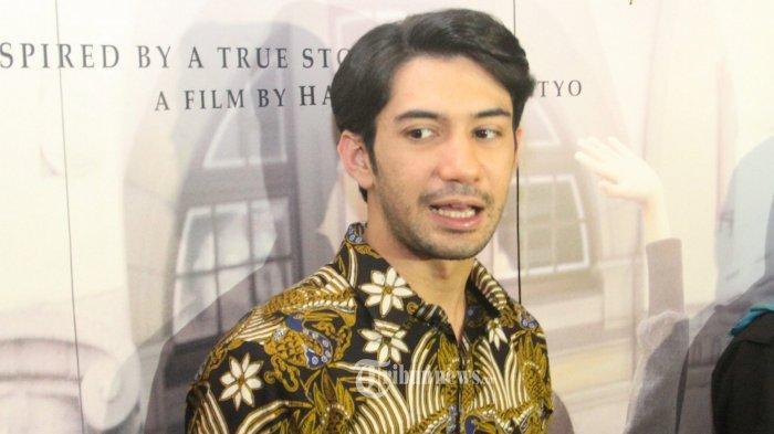 Reza Rahadian, pemeran tokoh Habibie dalam film Rudy Habibie, hadir pada acara nonton bareng presiden film Rudy Habibie, di XXI Epicentrum, Kuningan, Jakarta Selatan, Sabtu (25/6/2016).