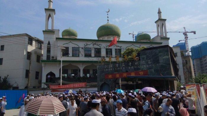 Di China, Hari Ini Umat Muslim Shalat Idul Fitri, Ada Pertunjukan Kungfu Sebelum Shalat