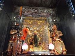 Ritual Setahun Sekali Pembersihan Patung Dewa Menjelang Imlek, Ini Harapan yang Ingin Dicapai