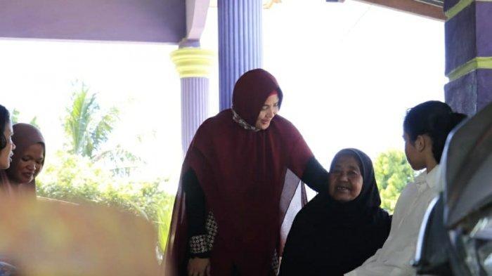 Emak-emak Basel Kagumi Sosok Debby Jamro, Santun dan Mudah Bergaul