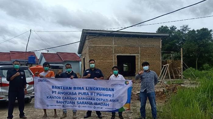 Bina Lingkungan PT AP II Bandara Depati Amir Berikan Bantuan Fasilitas untuk Rumah Ibadah