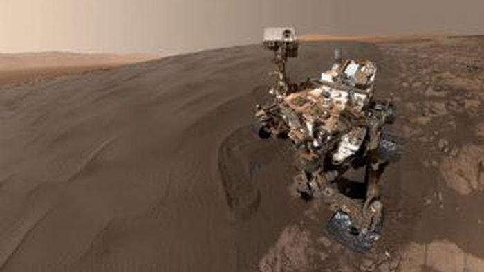 Robot Curiosity Selfie Pertama dari Planet Mars