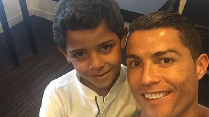 Anak Ronaldo Ternyata Bukan Fans Ayahnya, Melainkan Pemain Ini