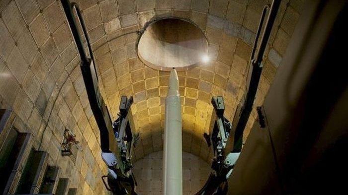 Terowongan yang dipenuhi rudal disembunyikan di bawah negara Iran.