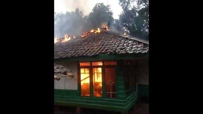 Gara-gara Cinta Segitiga, Rumah Satu Keluarga Dibakar, Tubuh Gadis Cilik Luka Bakar Parah