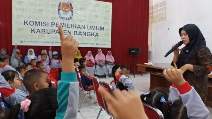 KPU Kabupaten Bangka Terima Kunjungan 36 Murid TK Mekar Sari Desa Air Anyir