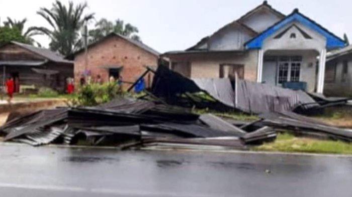 Rumah warga di Desa Pergam yang terdampak Angin Puting Beliung