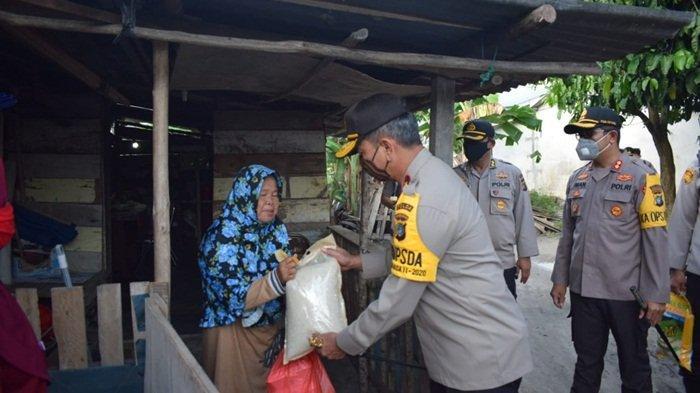 Kapolda Bangka Belitung Sedih Lihat Kondisi Warga Tak Mampu karena Pandemi Virus Corona