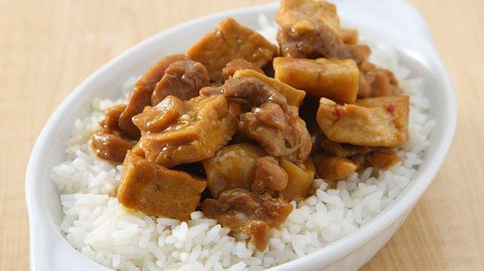 Bikin Nasi Siram Ayam Otak-Otak untuk Sarapan Besok Yuk, Resepnya Praktis!