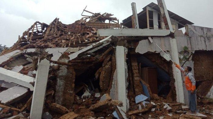 Gempa Sukabumi Terasa hingga Jakarta, Sejumlah Bangunan Rusak