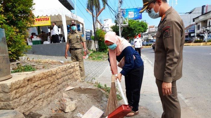 Sudah 93 Pelanggar Perda Prokes Babel Disanksi Menyapu Hingga Denda, Ada yang Bayar Rp500 Ribu