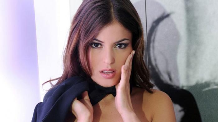 Bintang Porno Cantik dari Italia Ini  Beralih Jadi Direktur Klub Bola