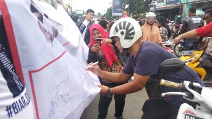 Relawan Deklarasi 1000 Tanda Tangan Dukung Jokowi.di Pasar Pagi Kota Pangkalpinang