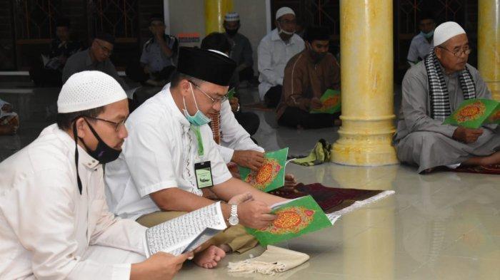 Gubernur Erzaldi Lakukan Program Magrib Mengaji di Masjid Nurul Huda Sungailiat