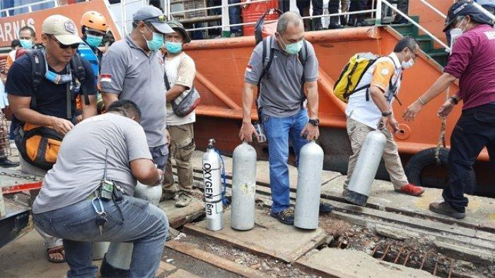 Sebanyak 18 penyelam diterjunkan untuk membantu pencarian serpihan pesawat Sriwijaya Air SJ-182 yang hilang kontak pada Sabtu (9/1/2021).