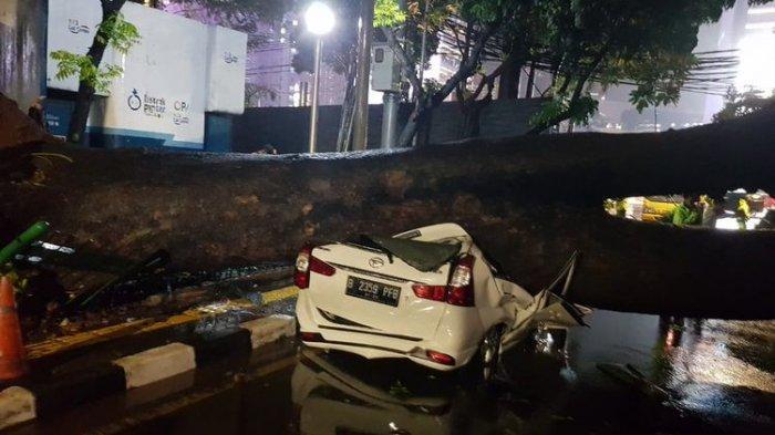 Waspada Musim Hujan, Pengendara Harus Pahami Tempat Parkir yang Aman