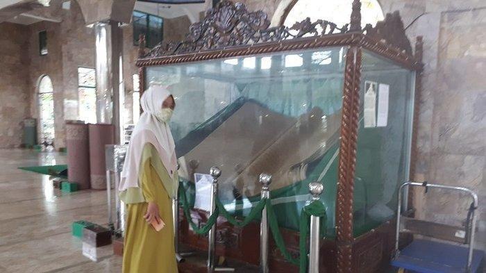 Bentuk Alquran Raksasa Berusia Ratusan Tahun di Masjid At Taqwa Amuntai