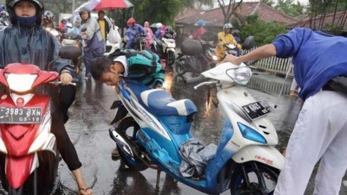 Begini Pertolongan Pertama pada Motor Mogok Akibat Banjir
