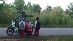 Murid SD di Riausilip Numpang Kendaraan Sejak 20 Tahun Lalu