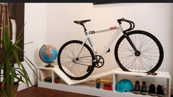 Bisa Sekalian Menghemat Garasi, Dekorasi Saja Yuk Rumah dengan Sepeda
