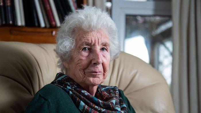 64 Tahun Jadi Suami Istri, Wanita Ini Tak Tahu Pekerjaan Suaminya hingga Meningga Dunia