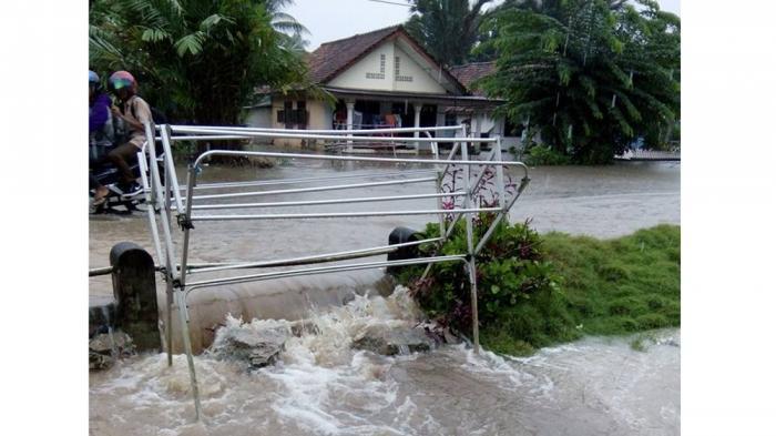 Penampakan Banjir yang Merendam Belasan Rumah di Desa Sempan Kabupaten Bangka