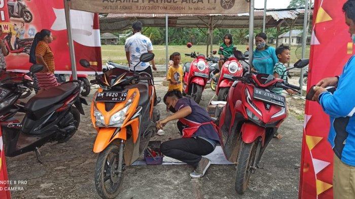 Honda TDM Payung selenggarakan service ekonomis sebanyak 30 unit motor dengan cukup membayar Rp 25.000,. Honda TDM Payung turut juga membagikan paket sembako kepada warga Desa Pangkal Buluh yang membutuhkan