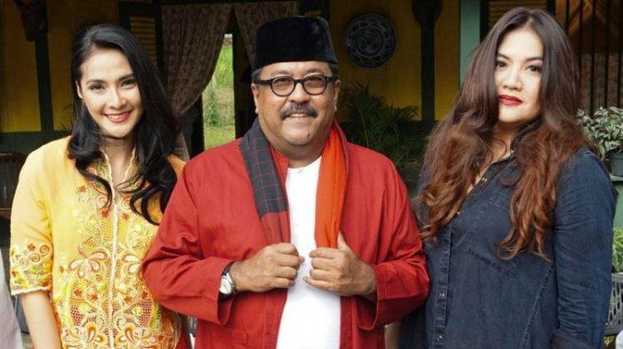 Maudy Koesnaedi, Rano Karno dan Cornelia Agatha dalam jumpa pers syukuran film Si Doel The Movie di kawasan Karang Tengah, Lebak Bulus, Jakarta Selatan, Rabu (7/3/2018).