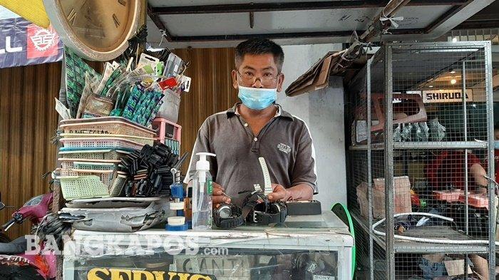 Berbagi Shift dengan Sang Kakak, Simiang 34 Tahun Tekuni Bisnis Service Jam