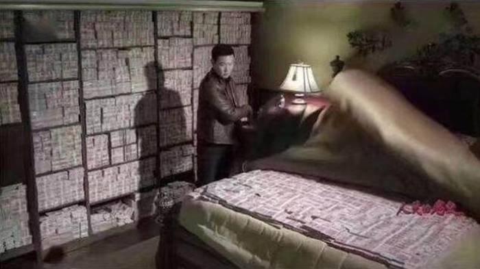 Siasat Licik Pejabat Korup, Pura-pura Miskin, Dinding Rumah Pejabat Ini Terbuat Dari Tumpukan 'Uang'