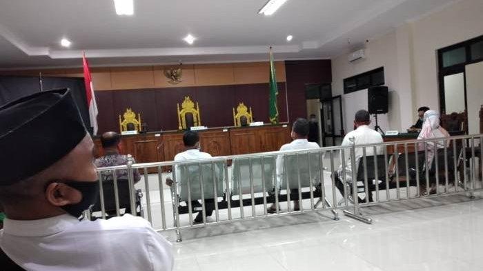 Proses persidangan 6 terdakwa mantan Ketua RT warga Kelurahan Kenanga Kecamatan Sungailiat di PN Sungailiat, Selasa (29/12/2020) di Ruang Sidang Pengadilan Negeri Sungailiat.