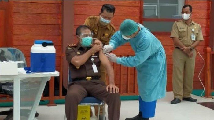 Kajati Bangka Belitung saat dilakukan Vaksinasi Covid-19 Sinovac tahap kedua