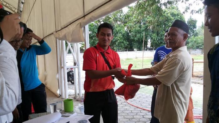 STKIP MBB Bagikan 160 Paket Daging Kurban ke Masyarakat Sekitar