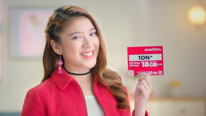 Smarfren menggandeng Tiara Idol tampil perdana membintangi iklan produk terbaru Smartfren.